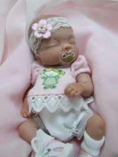 105124039_ooak-sculpted-sleeping-baby-girl-polymer-clay-art-doll-.jpg 240×320 pixels