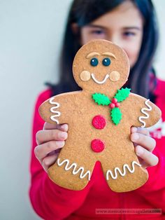 Gingerbread men have a very high sugar content so remember to brush your teeth after eating cookies. How To Make Gingerbread, Gingerbread Man Cookies, Christmas Gingerbread, Noel Christmas, Cupcake Cookies, Christmas Cookies, Gingerbread Men, Reindeer Cookies, Holiday Treats