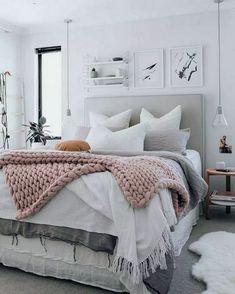 35 Amazingly Pretty Shabby Chic Bedroom Design and Decor Ideas - The Trending House Interior Design Minimalist, Minimalist Bedroom, Minimalist Apartment, Farmhouse Master Bedroom, Cozy Bedroom, Bedroom Storage, Bedroom Romantic, Budget Bedroom, Small Bedrooms