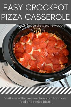 Crockpot Pizza Casserole The ORIGINAL Crock Pot Pizza Casserole recipe that the internet fell in love with! This is an incredibly easy and delicious meal for the entire family to enjoy! It is kid friendly and perfect for busy days! Check out why hundreds Pizza Casserole Crockpot, Crock Pot Pizza, Crockpot Dishes, Crock Pot Cooking, Healthy Crockpot Recipes, Crockpot Potluck, Kid Friendly Crockpot Recipes, Hamburger Crockpot Recipes, Crockpot Recipes For Kids
