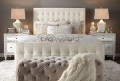 Los cojines son elementos de decoración, casi necesarios en algunas zonas de la casa, como en el sofá y en la cama. Los cojines para la cama son pequeños detalles de decoración que marcan la diferencia, por las siguientes razones: Por su comodidad son fáciles de acoplar a la espalda, a la cabeza, …
