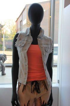 jeans Gilet Bonafida via http://www.sos2dress.be/nl/themas/alle-outfits