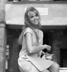 American actress Jane Fonda caressing a cat and sitting on a well, in the 'Remer' square, Venice, Get premium, high resolution news photos at Getty Images Claudia Cardinale, Julie Christie, Marcello Mastroianni, Anthony Perkins, Michael Landon, Marianne Faithfull, Kirk Douglas, Roger Moore, Mia Farrow