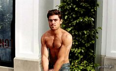 Zac Efron Workout and Diet for the Movie Neighbors | Royal Fashionist