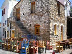 ΙΚΑΡΙΑ - Το ελληνικό χωριό που η μέρα ξεκινά τη... νύχτα! Εδώ ο χρόνος κυλάει διαφορετικά ή δεν κυλάει καθόλου. Το ρολόι δεν έχει θέση στα χέρια και τα σπίτια των κατοίκων. Travel Around, Greece, Greece Country