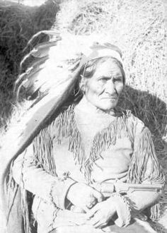 Geronimo, when a prisoner - Fort Sill, Oklahoma Native American Beading, Native American Indians, Native Americans, Iconic Photos, Geronimo, Native Indian, First Nations, Indiana, Art Photography