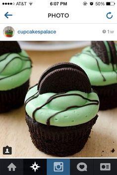 Green oreo chocolate cupcakes
