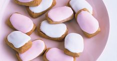 Bake a batch of classic spicy biscuits that the whole family will enjoy. Biscuit Cookies, Biscuit Recipe, Cake Cookies, Cupcakes, How To Make Icing, No Bake Treats, Special Recipes, Christmas Baking, Cupcake