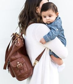 Hate searching through your diaper bag to find exactly what you need? You don't have to do that anymore when you have a Lily Jade diaper bag. With the washable, removable organization insert you can find everything you need in just seconds! Best Diaper Backpack, Diaper Bag Purse, Leather Diaper Bags, Baby Diaper Bags, Baby Bags, Lily Jade Diaper Bag, Over The Shoulder Bags, 5 D, Searching