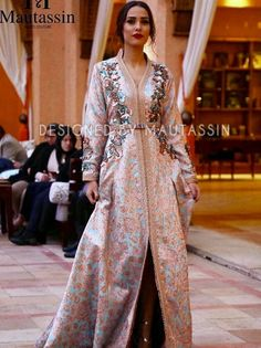 caftan marocain 2018 vente takchita moderne en ligne caftan marocain boutique 2018 vente. Black Bedroom Furniture Sets. Home Design Ideas