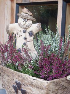 Panáček strašáček / Zboží prodejce petrahloža | Fler.cz Garden Totems, Play Clay, Clay Tiles, Salt Dough, Clay Flowers, Hallows Eve, Ceramic Art, Projects To Try, Sculptures