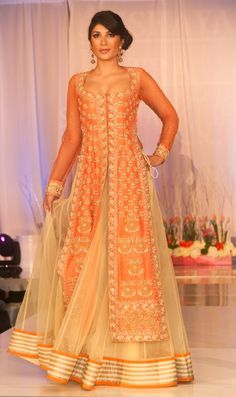 Latest Bridal Dresses Collection By Maria B Pakistani Dresses, Indian Dresses, Indian Outfits, Walima Dress, Indian Skirt, Mehndi, Indian Attire, Indian Ethnic Wear, India Fashion