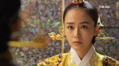 Korean drama [Jang Ok-jung, Living by Love] = 인현왕후 민씨 [Queen Inhyeon] - 홍수현 (Hong Soo-hyun)