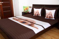 Přehoz na postel hnědé barvy s motivem ležícího štěňátka Bed, Furniture, Home Decor, Homemade Home Decor, Stream Bed, Home Furnishings, Beds, Decoration Home, Arredamento