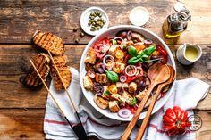 Du hast aromatische Sommertomaten und gutes Olivenöl zu Hause? Dann probier' unbedingt unseren Panzanella - du wirst nix anderes mehr essen wollen!