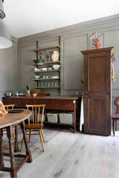 Traditional country kitchens are a design option that is often referred to as being timeless. Over the years, many people have found a traditional country kitchen design is just what they desire so they feel more at home in their kitchen. Outdoor Dining Furniture, Kitchen Furniture, Kitchen Interior, Kitchen Design, Furniture Ideas, Furniture Movers, Furniture Design, Furniture Stores, Furniture Dolly