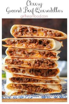 These ground beef quesadillas are jam packed with flavourful beef and lots of ch. These ground beef quesadillas are jam packed with flavourful beef and lots of cheese. They're super easy to make and disappear fast! Ground Beef Quesadillas, Chicken Quesadillas, Ground Beef Burritos, Comida Latina, Mexican Food Recipes, Easy Food Recipes, Easy To Make Recipes, Baked Lunch Recipes, Main Meal Recipes