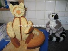 Homemade King Julian Lemur Cake: When my daughter turned 4 she was into 'Madagascar Escape to Africa', especially King Julian so I thought I'd make a Homemade King Julian Lemur Cake.