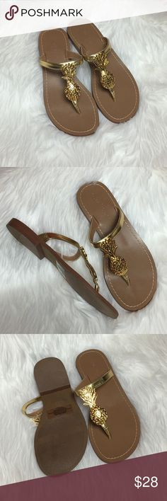 Lilly Pulitzer Pineapple Sandals EUC• Almost like new• Beautiful gold T-strap with a gold Pineapple• Perfect for summer• Manmade material upper and outsole• 🚫No Trade/PP🚫 Lilly Pulitzer Shoes Sandals