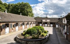 A dream training yard complete with a period house, stables and an equine swimming pool - Horse & Hound House With Stables, Dream Stables, Dream Barn, Horse Stables, Horse Farms, Equestrian Property For Sale, Horse Barn Plans, Old Barns, Decoration