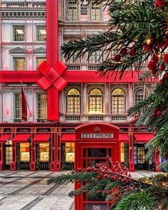 Top 5 Inexpensive Family Room ideas How amazing is this? Next year London for the Holidays. London Eye, London City, Piccadilly Circus, Tanzania, Big Ben, Veranda Magazine, Safari, Bond Street, Noel Christmas