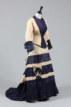 1877-79 dress with parasol pocket