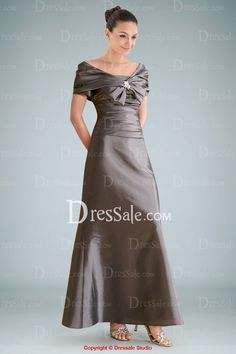 The vintage silhouette is revived in this elegant A-line dress. An exquisite cape wraps up your shoulder tenderly, accented with a significant brooch upon the breast, settling an elegant bow-tie. Delicate ruches crawl all along the bodice, coming along well with the clean-lined A-line skirt, complemented with zipper closure at the back.