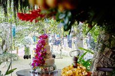 Bolo de casamento com flores naturais - Casamento no campo