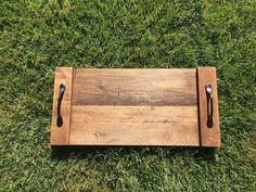 Pallet lade met twee handvaten. Geweldig voor salontafels of zelfs bruiloft center stukken!  H: 19 in x L: 9 in x b: 1 in