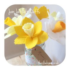 A full colour step-by-step tutorial by The Handmade Florist. Make your own felt daffodils for spring, Easter or as a gift. Free download via Craftsy.