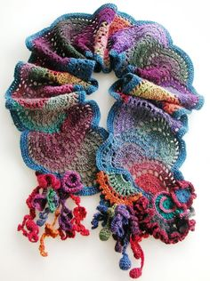 Design Inspiration | lovely freeform scarf | Aventures Textiles