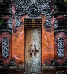 Bali, Indonésie #photo #porte #door #voyage #travel #dragon Via https://www.flickr.com/photos/132862674@N02/28203570890/