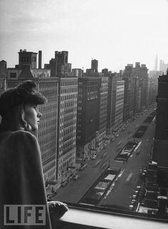 Fashion model Halldis Prince gazes south down Park Avenue, before the Pan Am Building (now the MetLife Building) was built over Grand Central, destroying the view and choking off a huge chunk of sky Old Pictures, Old Photos, Vintage Photos, Metlife Building, New York From Above, Park Avenue, Life Magazine, Oh The Places You'll Go, Vintage Photography
