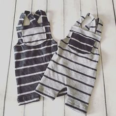 Cod 22 Baby Set Romper Baby Pants by on Etsy Source by akatiedaniels Sets Baby Leggings, Baby Pants, Baby Outfits, Kids Outfits, Baby Clothes Patterns, Clothing Patterns, Rompers Bebe, Baby Overalls, Handmade Clothes