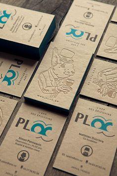 Cartes de visite en ton sur ton et impression à fleur en 2 couleurs sur papier recyclé français brun / letterpress business cards printed in tonal deboss and 2 colors for back side onto recycled french paper / design : PLOC