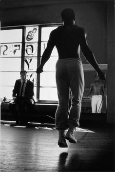 Muhammad Ali, A people's champion and a champion of humanity. Photography by Gordon Parks. Like A Rolling Stone, Rolling Stones, Sports Illustrated, Kentucky, Gordon Parks, Intimate Photos, Kid Poses, The Orator, Harlem Renaissance