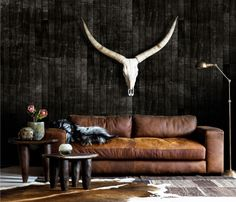 Tips That Help You Get The Best Leather Sofa Deal. Leather sofas and leather couch sets are available in a diversity of colors and styles. A leather couch is the ideal way to improve a space's design and th Weylandts, Masculine Interior, Boutique Deco, Vintage Industrial Furniture, Industrial Loft, Piece A Vivre, Interior Decorating, Interior Design, Best Sofa