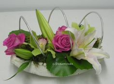 Une p'tite composition … – Closcrapflower – My Favorite Art Floral, Deco Floral, Floral Design, Ikebana, Holidays And Events, Flower Designs, Floral Arrangements, Creations, My Favorite Things