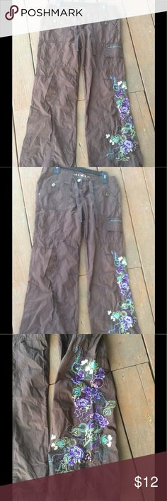 Women's brown drawstring Mixit pants Siz 8P Petite Buyer Gets These Awesome Women's Brown Floral Embroidered drawstring Brown Pants.     Size 8P Petite.      SEE PICS for measurements.     Fantastic Condition No Holes Tears or Stains.   Smoke Free Home. Mixit Pants Wide Leg
