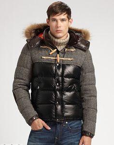 Precioso modelo de Moncler para estar abrigado y cool este invierno. #Moncler #abrigo #hombre #moda #invierno