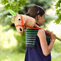 Cheval à chevaucher en tissu à pois pour enfant