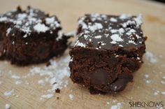 Fudgy black bean brownies are delicious, gluten-free and full of protein, fiber and complex carbohydrates. But does this brownie look like it's made with black beans? Healthy Treats, Yummy Treats, Sweet Treats, Healthy Eating, Healthy Recipes, Black Bean Brownies, Fudge Brownies, Brownie Recipes, Black Beans