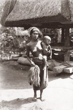 Native Balinesse Woman with her child ~ Bali ~ Indonesia ~ c1920s