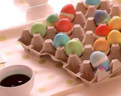 Ostereier Färben mit Masking Tape und Lebensmittelpaste