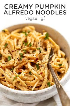 You'll love this Pumpkin Alfredo Sauce with Noodles! This is a fall-inspired twist on a classic pasta dish, but made healthy. Made with 10-ingredients, ready in 15 minutes, and vegan and gluten-free! A great dairy-free comfort food pasta dish recipe the whole family will love. Simply Quinoa Vegan Dinner Ideas. Pumpkin Dishes, Pumpkin Pasta, Vegan Pumpkin, Healthy Pumpkin, Canned Pumpkin, Pumpkin Recipes Healthy Dinner, Pumpkin Spice, Pumpkin Puree, Pasta Dishes