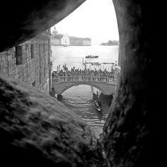 © #connycernik #photography #blogger #everydaystyle #fashion #inspiration #wanderer #style #wanderlust #fashionblogger #followme #me #dailyoutfits #dailyfashion #travel #places #travelgram #lace #kawaii #koi #ljubav #amor #ifuku #minimalism #travel #venice #venezia #italy #travelgram