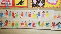 Bambini con impronte alla Mostra del Libro / Kids with Handprint New School Year, Sunday School, Back To School, Kindergarten, Pre K Activities, School Themes, Classroom Displays, Autumn Art, Holidays And Events
