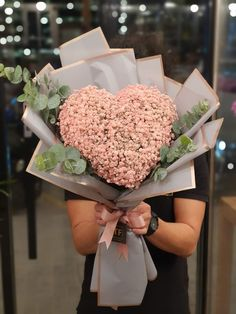 Hand Bouquet, Gypsophila, Crown, Heart, Flowers, Corona, Babies Breath, Royal Icing Flowers, Florals