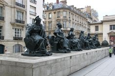 Travel guide: 24 hours in Paris - how to make the most of a short visit in this city. What to include in a day itinerary in Paris.