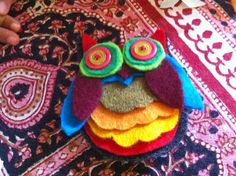 Cute felt brooches.  Owl, turtle... With templates.  Easy & fun